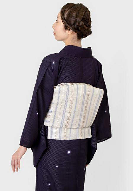 着物屋くるり 夏のウォッシャブル小紋 【絽 蛍暈し】茄子紺 モデル着用