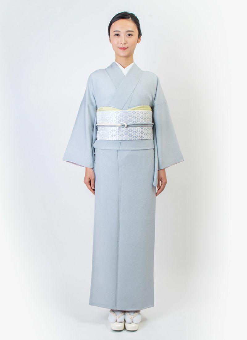 ウォッシャブル江戸小紋【角通し】灰青 モデル着用