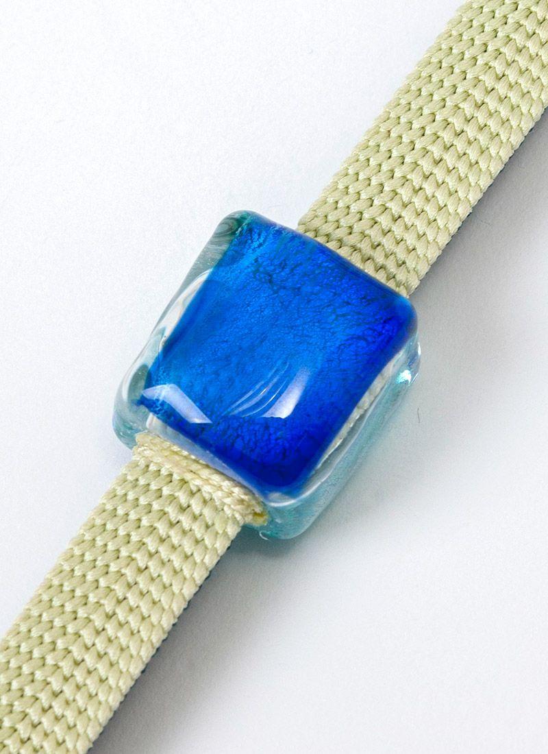 ブルー 表面 ガラス 帯留め